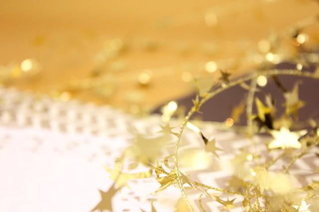 銀婚式や金婚式にはどんな贈り物をすればいいの?