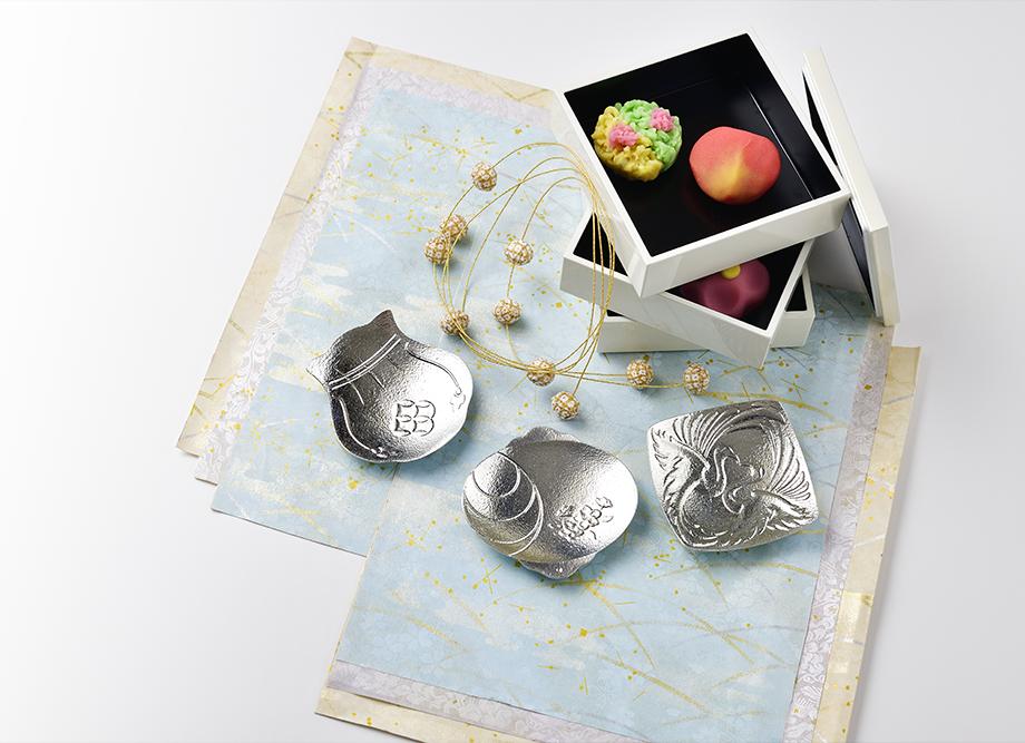 【結婚祝いにおすすめ】縁起の良い錫製 豆皿(まめざら) 福楽(ふっくら) FUKKURA ~高岡銅器の錫製食器~