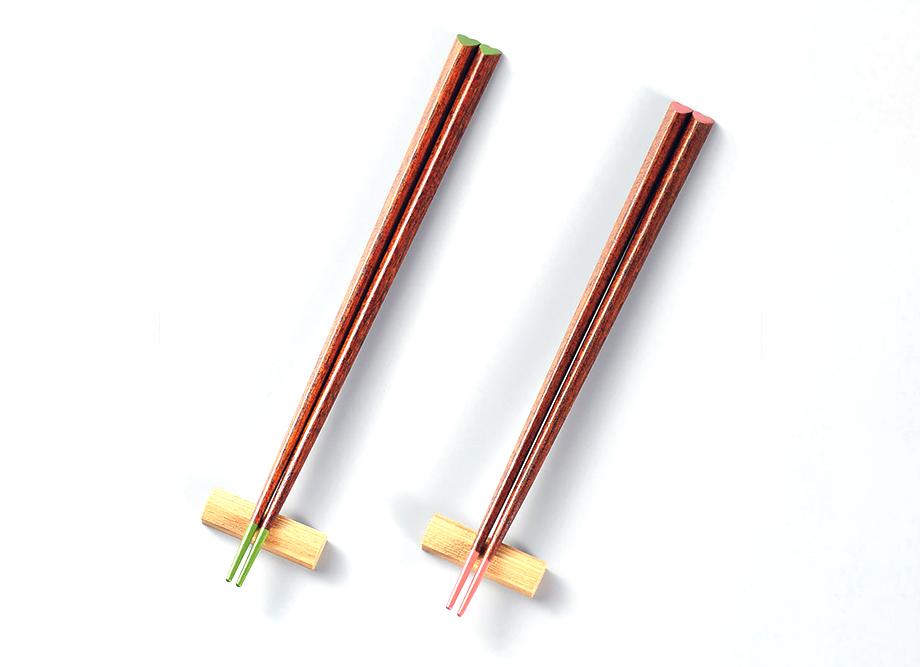 【結婚祝いにおすすめ】越前漆器 箸置付 ハート型の夫婦箸セット 仲良し ~日本の伝統工芸品