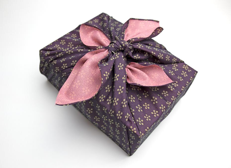 【外国人の方への贈り物の選び方と注意点】風呂敷でラッピング
